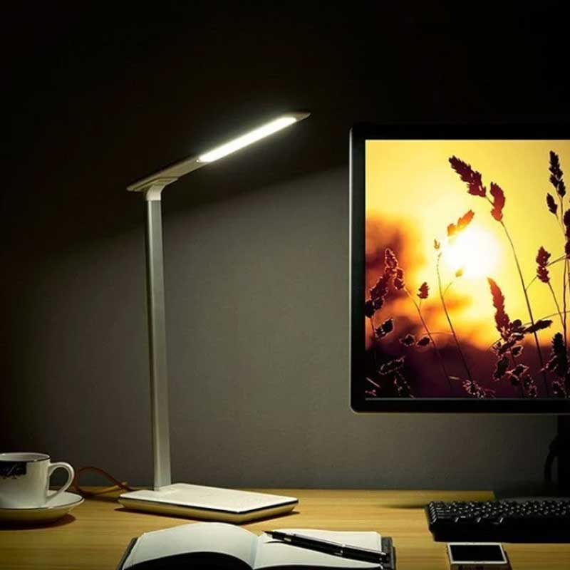 lampa led z ładowarką bezprzewodową qi