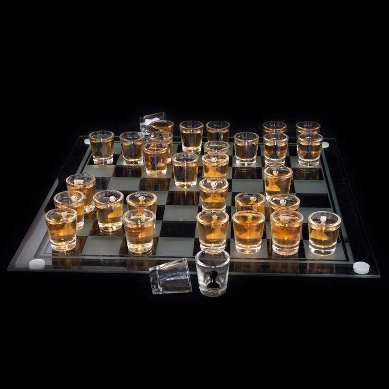 szklane szachy z kieliszkami